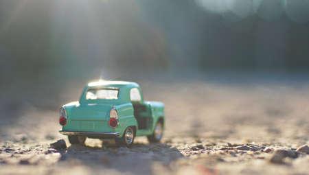 Petite voiture. Concept de transport et de voyage. Banque d'images