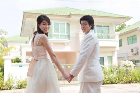 casa blanca: Retrato de paseo prometido delante de la casa.