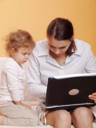 werkende moeder: werkende moeder met haar kind