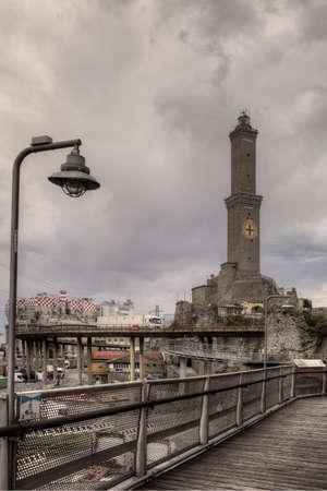 Vista della lanterna di Genova con passeggiata Archivio Fotografico