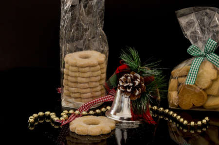 horizontal front image with detail of homemade cookies for Christmas holidays with decorations and black background Banco de Imagens