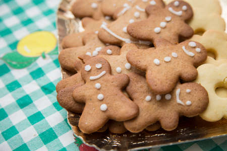 horizontal image with detail of a tray with nice Christmas cookies Banco de Imagens