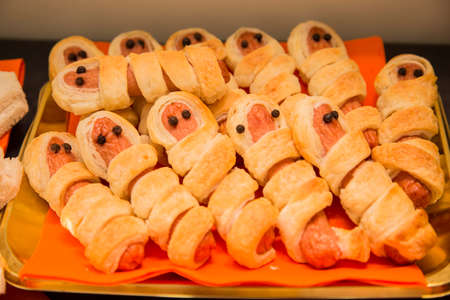 horizontal image with detail of savory appetizers with sausages prepared for halloween halloween party Banco de Imagens