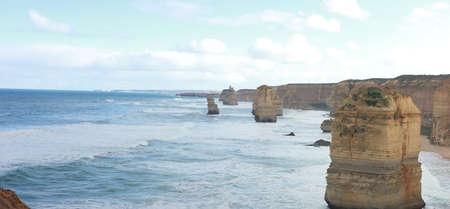 panoramic views of wild winter waves crashing against iconic Australian sandstone rock formations, the twelve apostles, great ocean road, Southern Victorian Coast 版權商用圖片