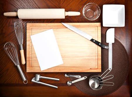 빈 흰색 카드와 함께 도구와 untensils 요리