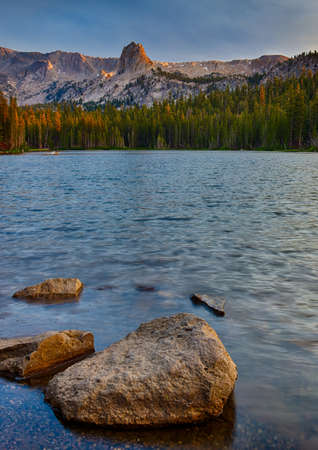 mammoth lakes: Lake Mamie near Mammoth Lakes at sunrise in the California Eastern Sierra Mountians