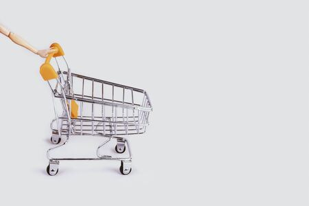 Banner with shopping cart and hand. Grocery shopping and sale concept. Black friday, online shopping and store concept. Sale discount. Background with copyspace. Creative design. Stock photography. Banque d'images