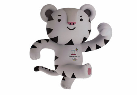 December 14, 2017 Moscow, Russia Official Mascot XXIII Winter Olympic Games in Pyeongchang, Republic of Korea white tiger Soohorang. 新聞圖片