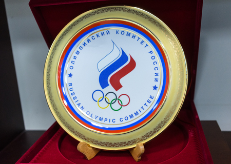 22 Dec 2017 Moscow, Russia.The symbolism of the Olympic Committee of Russia on a souvenir plate 에디토리얼