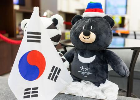 2017 년 12 월 22 일 러시아 모스크바, 평창시 공식 마스코트 12 세 겨울 장애인 올림픽 아시아 검은 곰 반다이