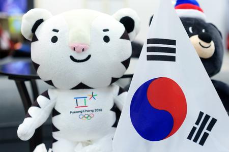 22 december 2017 Moskou, Rusland Officiële mascotte XXIII Olympische Winterspelen in Pyeongchang, Republiek witte tijger Soohorang, Korea.