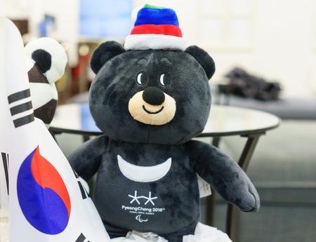 22 december 2017 Moskou, Rusland Officiële Mascotte XII Paralympische Winterspelen in Pyeongchang City, Republiek Korea Aziatische zwarte beer Bandabi Redactioneel