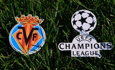 6 de septiembre de 2019 Estambul, Turquía. El emblema del club de fútbol español Villarreal junto al logo de la Champions League sobre el verde césped del campo de fútbol. Editorial