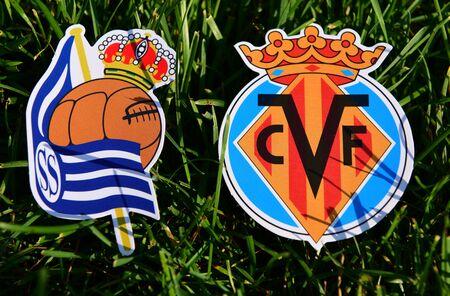 6 de septiembre de 2019, Madrid, España. Emblemas de los clubes de fútbol español Villarreal y Real Sociedad San Sebastián sobre el verde césped del césped. Editorial
