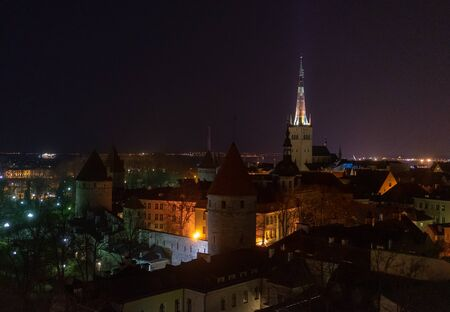 21 April 2018 Tallinn, Estonia. View of the Old town from the observation deck at night Redactioneel