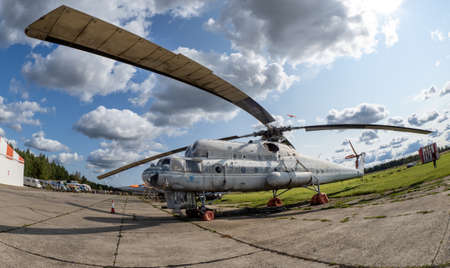 September 12, 2020, Kaluga region, Russia. Military transport helicopter (flying crane) Mil Mi-10 at the Oreshkovo airfield. 新闻类图片