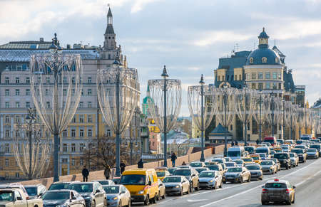 February 5, 2020 Moscow, Russia, Traffic jam on the Bolshoy Moskvoretsky bridge in Moscow. 新闻类图片