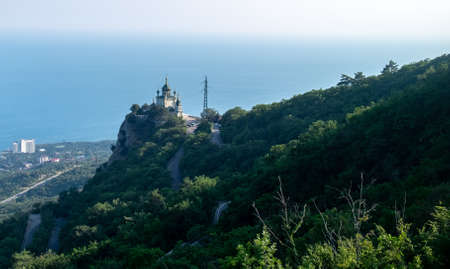 Church of the Resurrection of Christ on the edge of a cliff in the village of Foros in Crimea. Foto de archivo