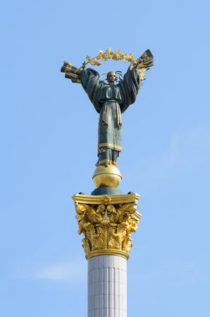 angel de la independencia: Maidan Place, Kiev, Ucrania 6 de septiembre de 2016: monumento de la independencia en Kiev, Ucrania Foto de archivo