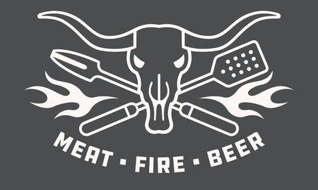 Viande, feu, insigne ou logo de barbecue de bière avec le crâne de vache et les ustensiles croisés. Style de contour de design plat contemporain et moderne.