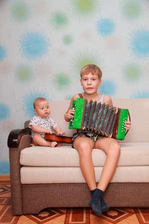 acordeon: conjunto musical de dos hermanos