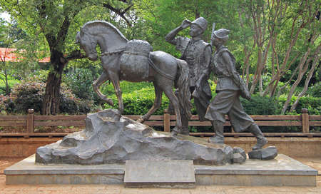 papakha: statue of horse and 2 men in Lijiang, China