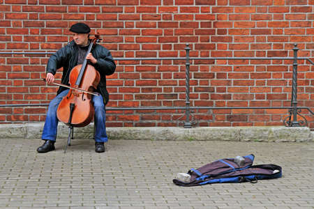 street musician is playing cello outdoor in Riga, Latvia 版權商用圖片 - 111543075