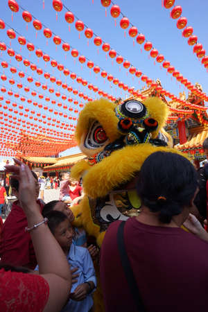 Kuala Lumpur, Malaysia - February 9, 2019: Beautiful Lion Dance during Chinese New Year celebration in Thean Hou Temple. Redactioneel