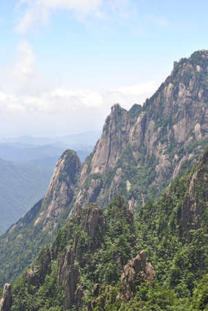 China's Famous Yellow Mountain 版權商用圖片 - 106336059