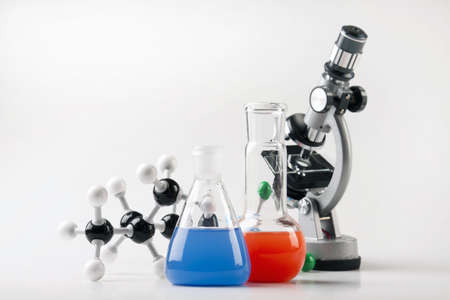 chemic: Microscopio, 2 palloni e struttura molecolare