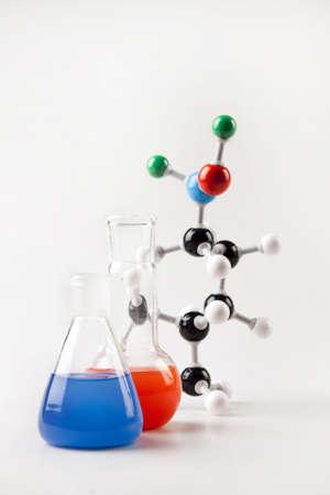 water molecule: Viales y la cadena molecular