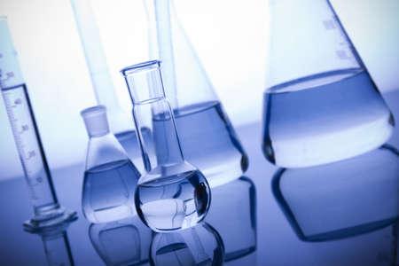 vasos de agua: Labolatory Cristalería Foto de archivo
