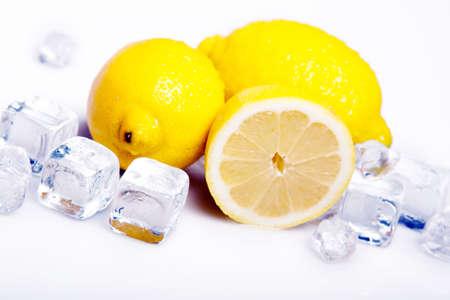 cubetti di ghiaccio: Limone e Ice Archivio Fotografico