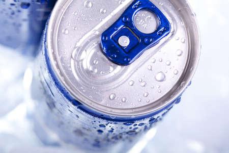 cola canette: Boisson peut gros plan  Banque d'images