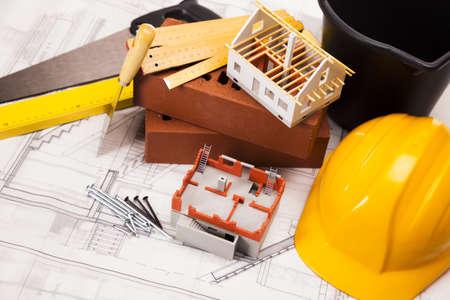 Construcción y equipo de construcción en planos