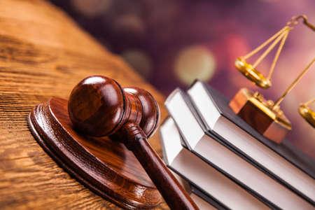 Mallet, kodeks prawny i skale sprawiedliwości. Pojęcie prawa, strzały studio