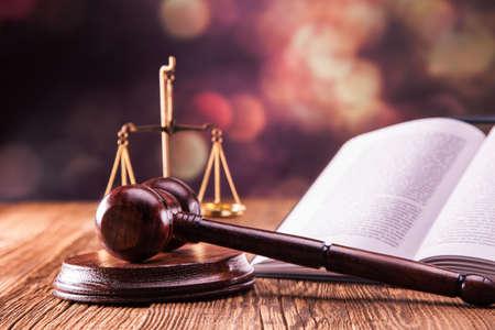 justiz: Law Code, Hammer und B�cher