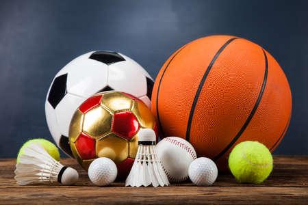 스포츠 액세서리. 패, 스틱, 공 및 많은 재미
