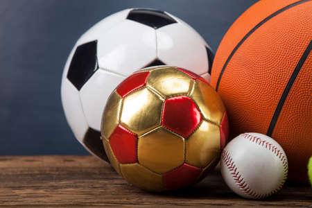 Accesorios para deportes. remos, palos, pelotas y un montón de diversión