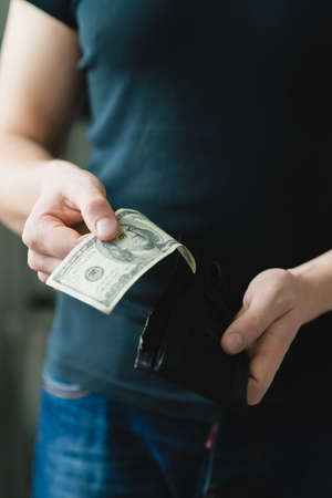 greenbacks: Man gets $ 100 from her purse Stock Photo