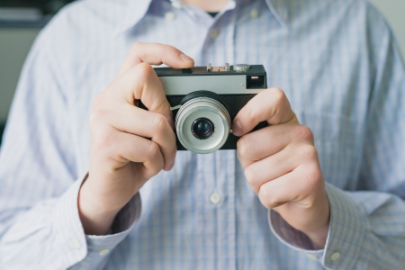 photographies de l'homme sur la cam�ra photo