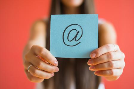 E-Mail-Symbol Zeichnung in der Hand Standard-Bild - 33714634