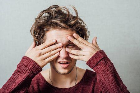 man covers his face 版權商用圖片