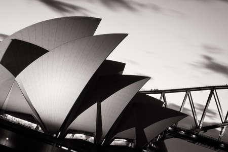 De zon gaat over Sydney Harbour in Sydney, Australië Stockfoto