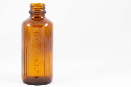 veneno frasco: Una botella de veneno aislados Foto de archivo