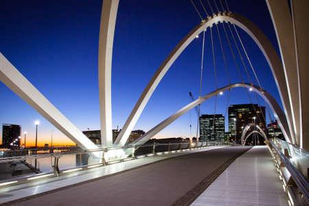 Uitzicht richting Docklands bij zeevarenden Bridge in Melbourne, Victoria, Australië