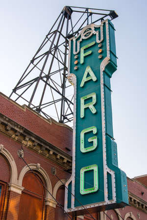 theater sign: Fargo teatro signo en Dakota del Norte, EE.UU.