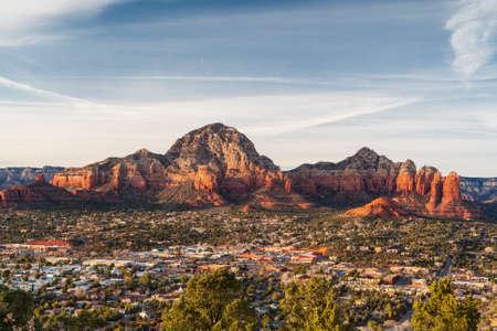 Uitzicht vanaf de luchthaven Mesa in Sedona bij zonsondergang in Arizona, USA