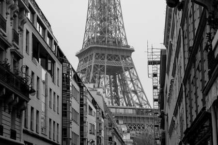 d'eiffel: Paris street scene with Eiffel Tower in the background