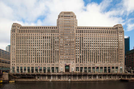 merchandise mart: The Merchandise Mart on a clear winter Editorial